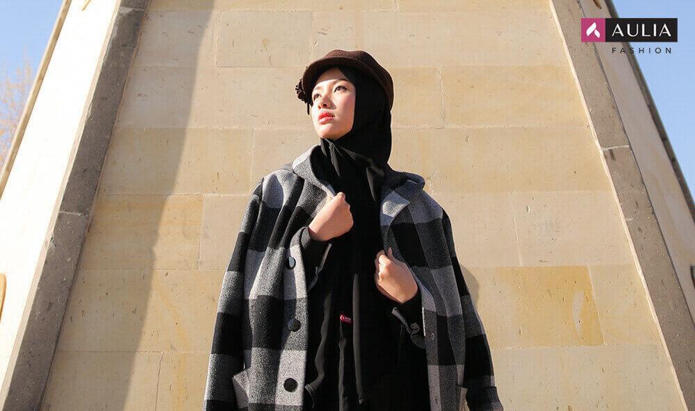 style hijab memakai topi - blog Aulia Fashion